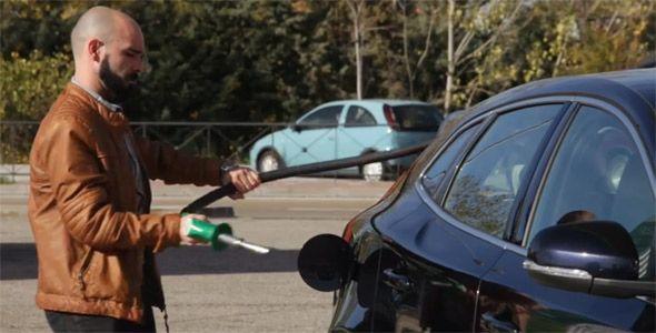 Más de 72.700 conductores se equivocan al año al echar el combustible