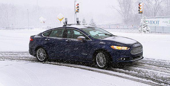 Un Ford Mondeo híbrido conduce de forma autónoma en la nieve