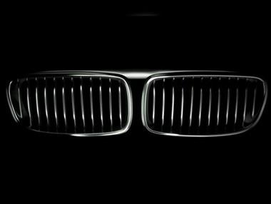 La divertida felicitación de Mercedes a BMW por su centenario