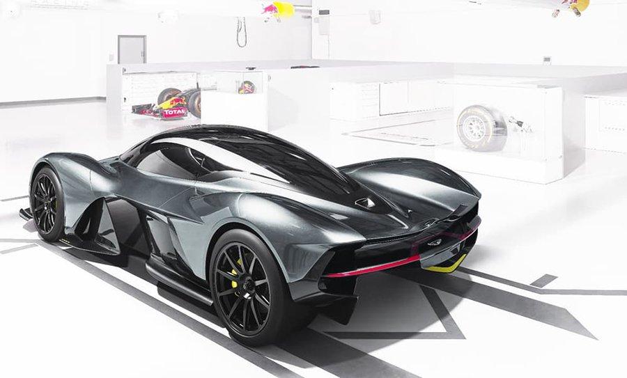Las formas de este Aston Martin están esculpidas por el viento.