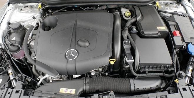 Prueba Mercedes GLA 200d 2016, motor, Rubén Fidalgo.