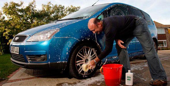 Cómo limpiar el coche de forma fácil y barata