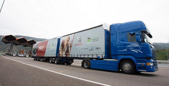 Seat y Grupo Sesé hacen circular por primera vez en España un 'megatruck'