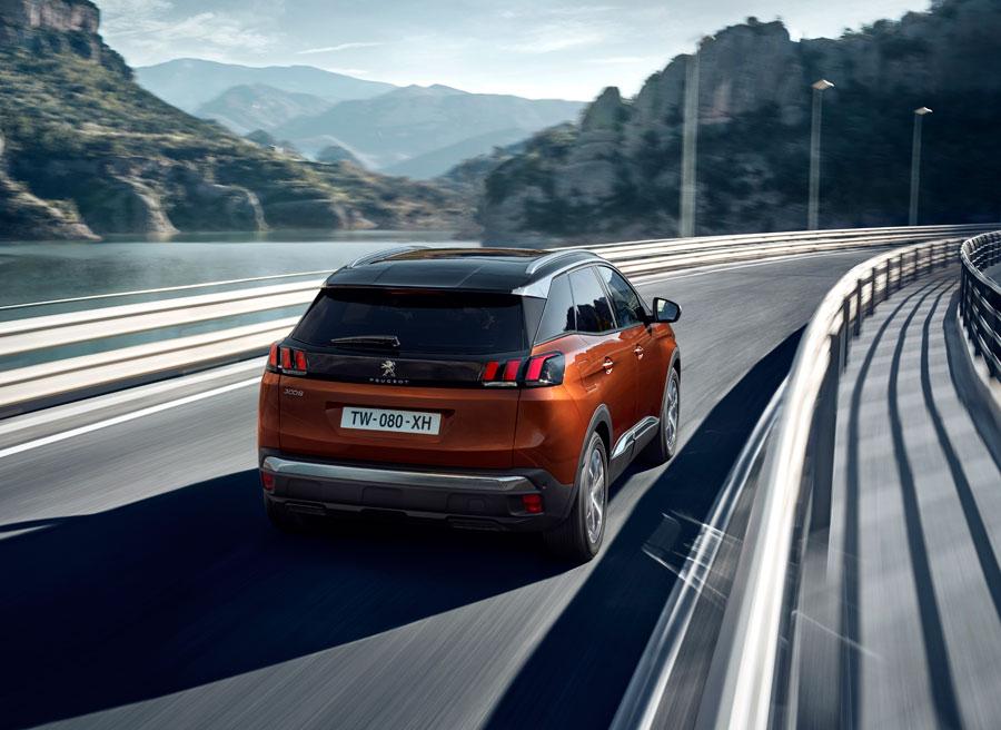 El nuevo Peugeot 3008 cuenta con luces de circulación diurna en la zaga.