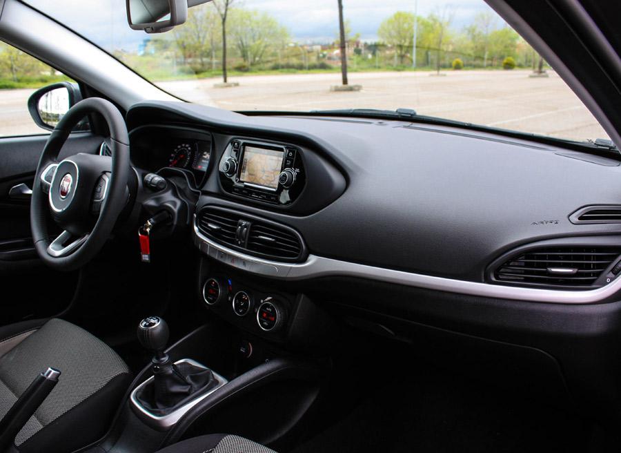 La parte superior del salpicadero del Fiat Tipo es blanda.