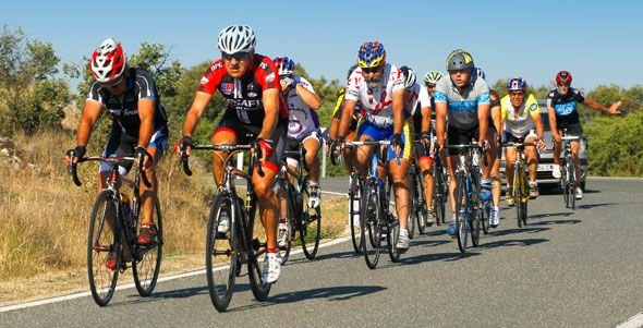 Bicis y motos protagonizan la nueva campaña especial de la DGT