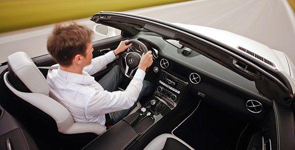 Prohíben a Mercedes vender el Airscarf en sus descapotables