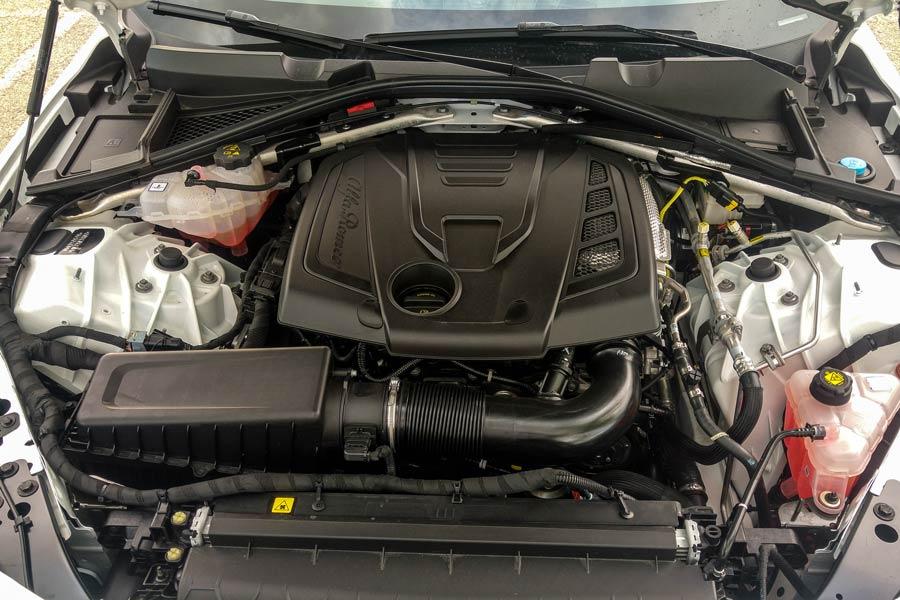El motor de gasolina de acceso cuenta con 2 litros de cubicaje y 200 CV de potencia.