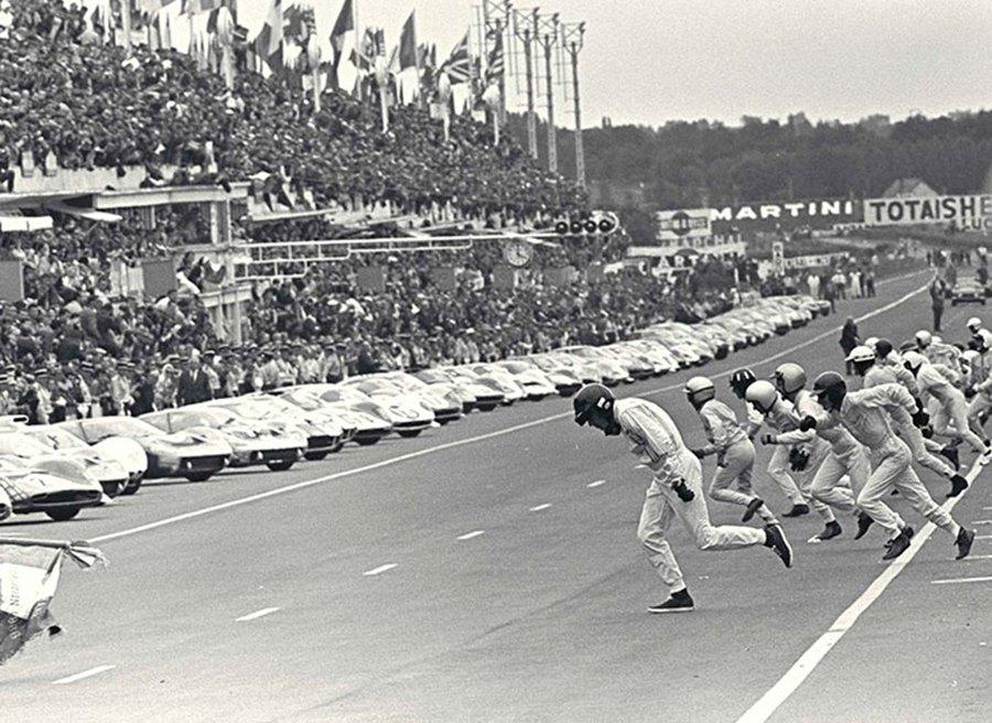 Salida clásica de las 24 Horas de Le Mans.