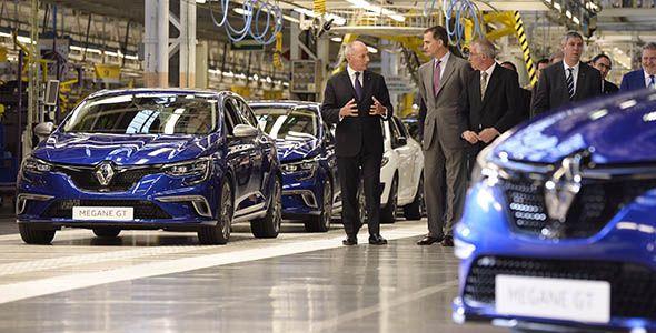 El Rey Felipe VI visita la fábrica de Renault en Palencia