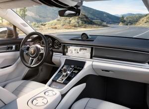 El interior del nuevo Porsche Panamera elimina botones en favor de pantallas.