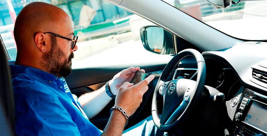 Usar móvil o navegador, causas más frecuentes de accidentes