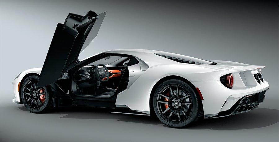 Cómo se eligen los colores y materiales de un coche deportivo