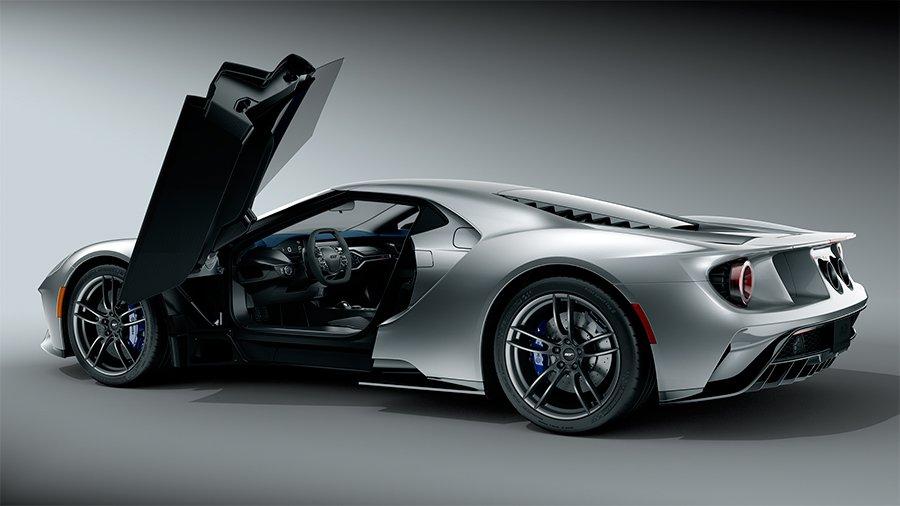 Los colores aumentan la vistosidad del coche y buscan realzar sus líneas, además de llamar la atención.