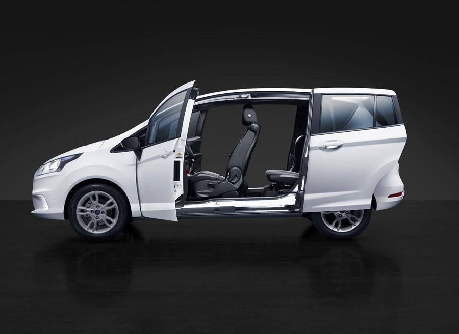 El Ford B-Max y sus características puertas correderas.