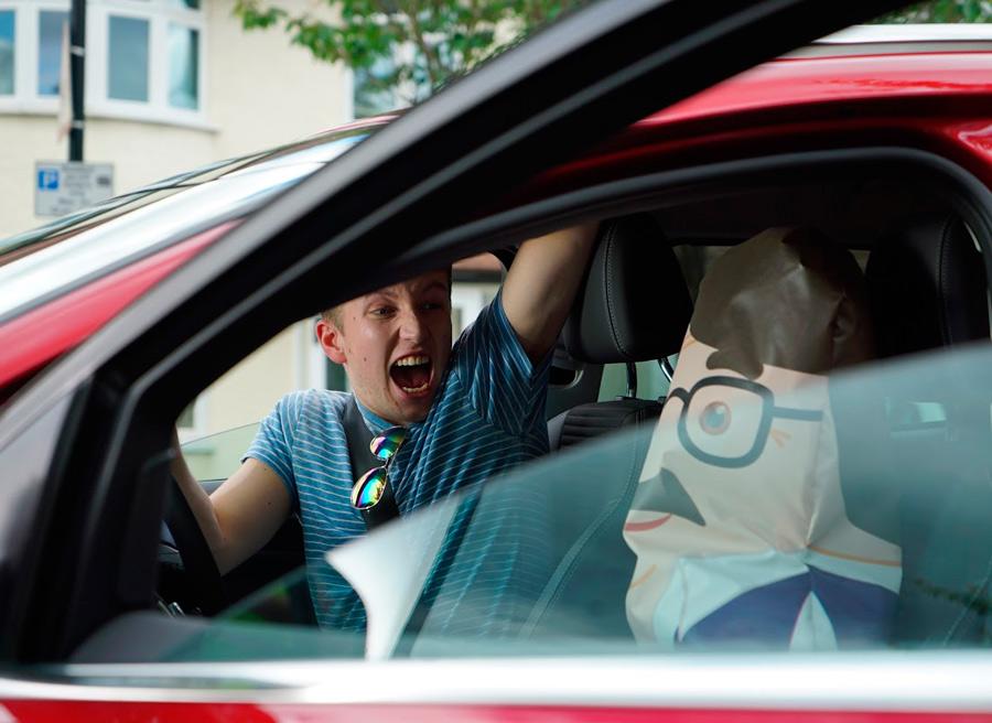 Distracciones y alcohol, grandes peligros para los conductores jóvenes