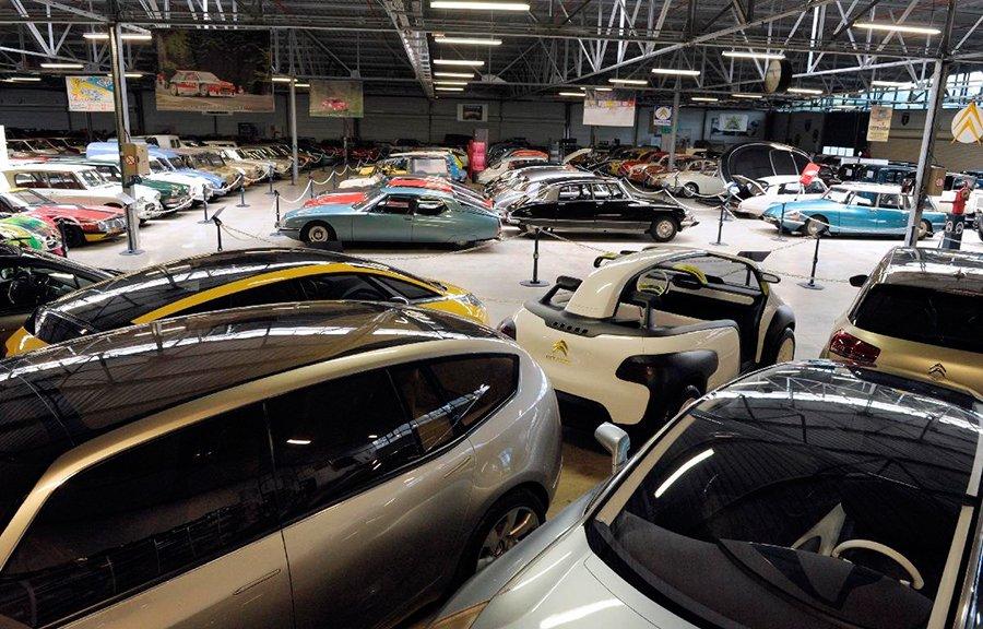En 6.500 metros cuadrados se hacinan más de 400 modelos y prototipos de Citroën.