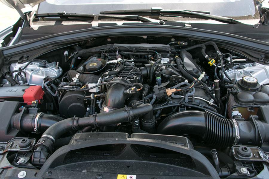 Las prestaciones del V6 biturbo son magníficas, aunque el sonido del motor gasolina es más gratificante.
