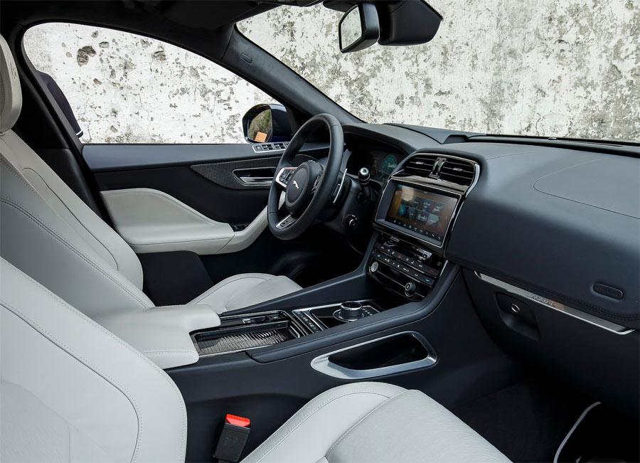 El interior es muy similar al del Jaguar XE.
