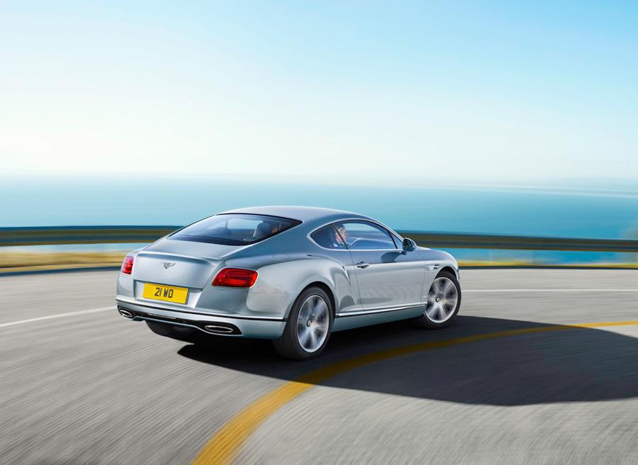 El Bentley Continental GT es un coche cupé de grandes dimensiones y 4 plazas.