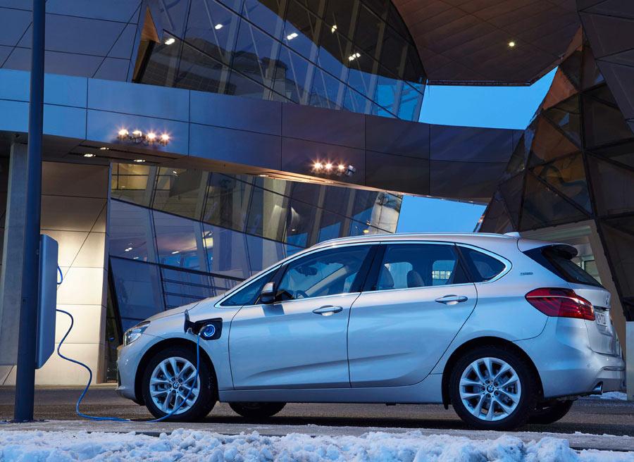 El coche eléctrico y los híbridos enchufables se podrán cargaren menos de 10 minutos.