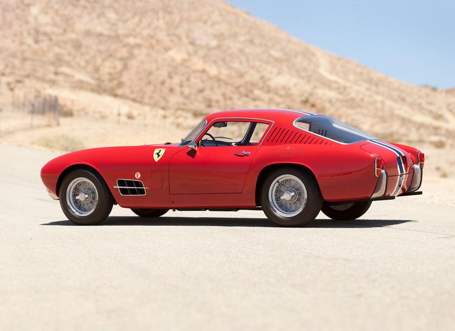 """El Ferrari 250 GT Berlinetta es un ejemplo de coche cupé """"fastback"""" y portezuela para el maletero."""