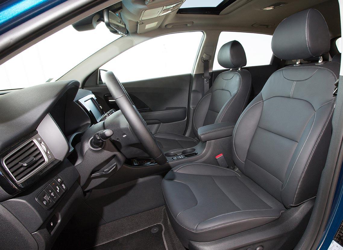 Según el nivel de equipamiento, podemos optar a asientos de piel (sintética).