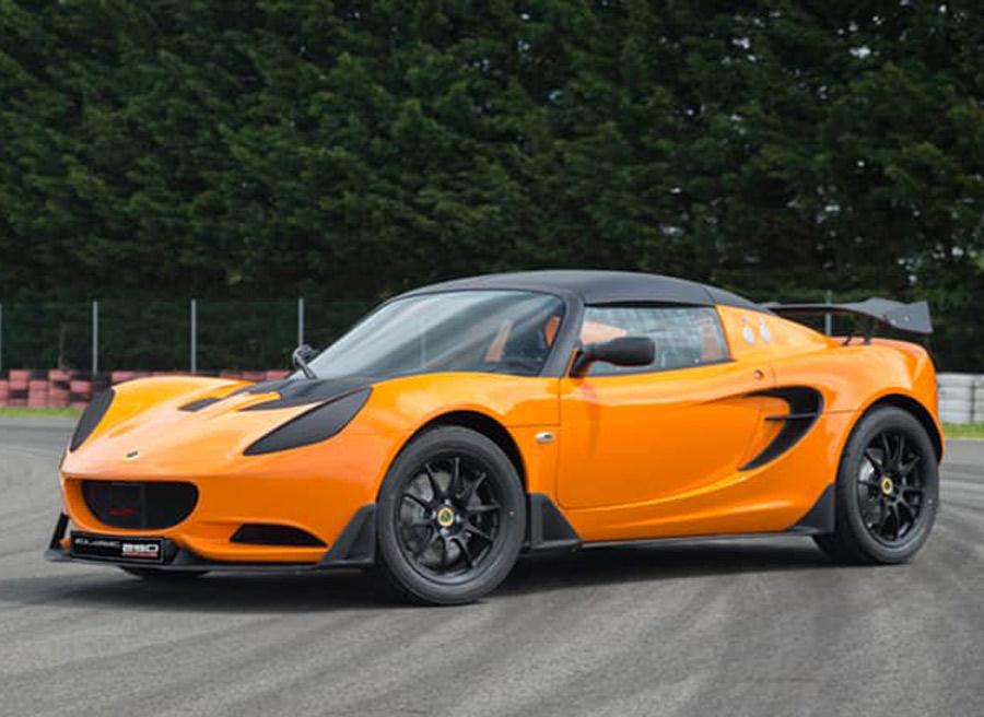 Lotus ha trabajado en que el peso sea de 900 kilos.