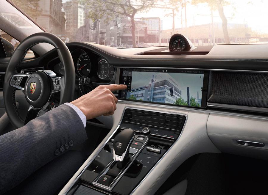 La pantalla sirve de ayuda a Porsche Connect.