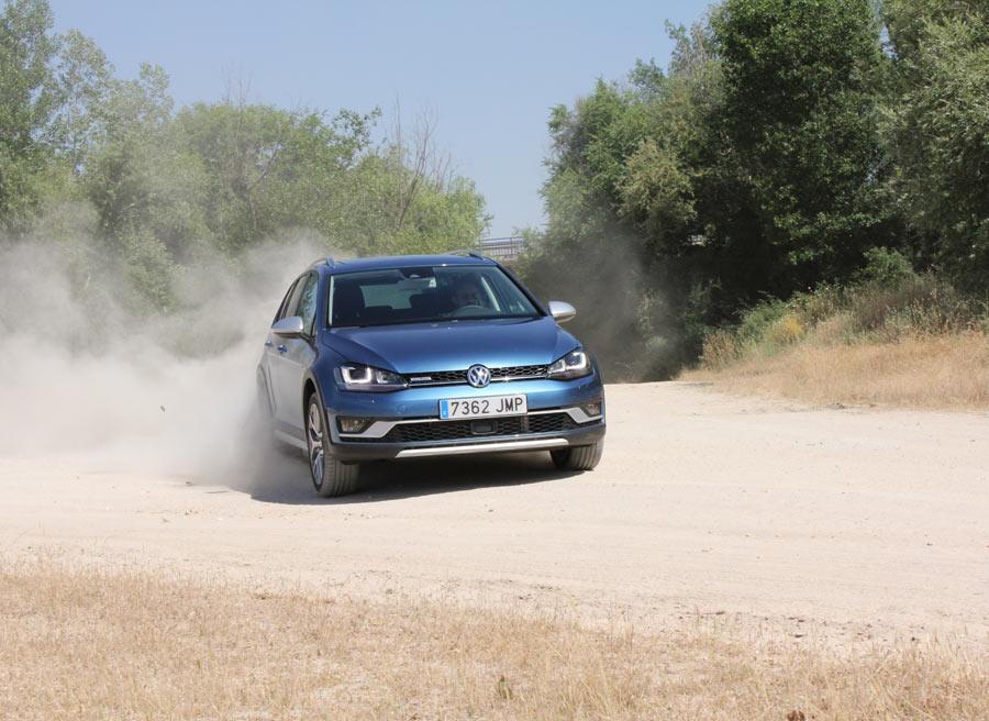 Podemos pasar un rato divertido al volante del VW Golf Alltrack.