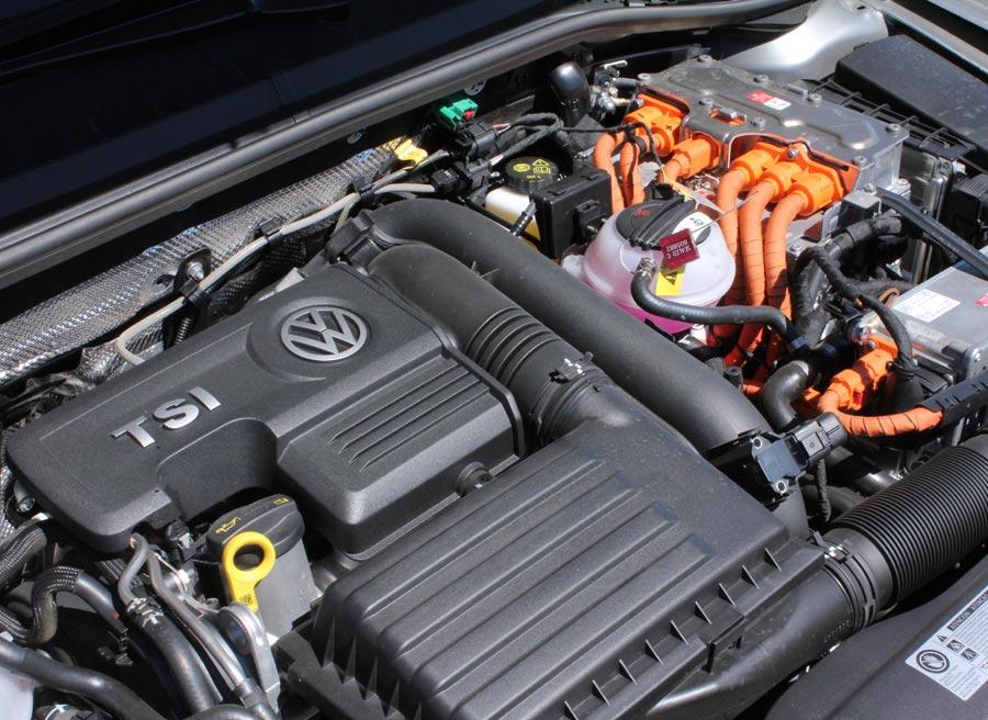 El motor de combustión del VW Passat GTE es un 1.4 de gasolina y turbo.