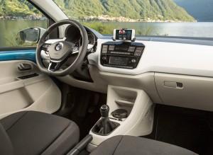 En el interior del nuevo VW Up! la marca anuncia nuevos materiales y tapicerías.
