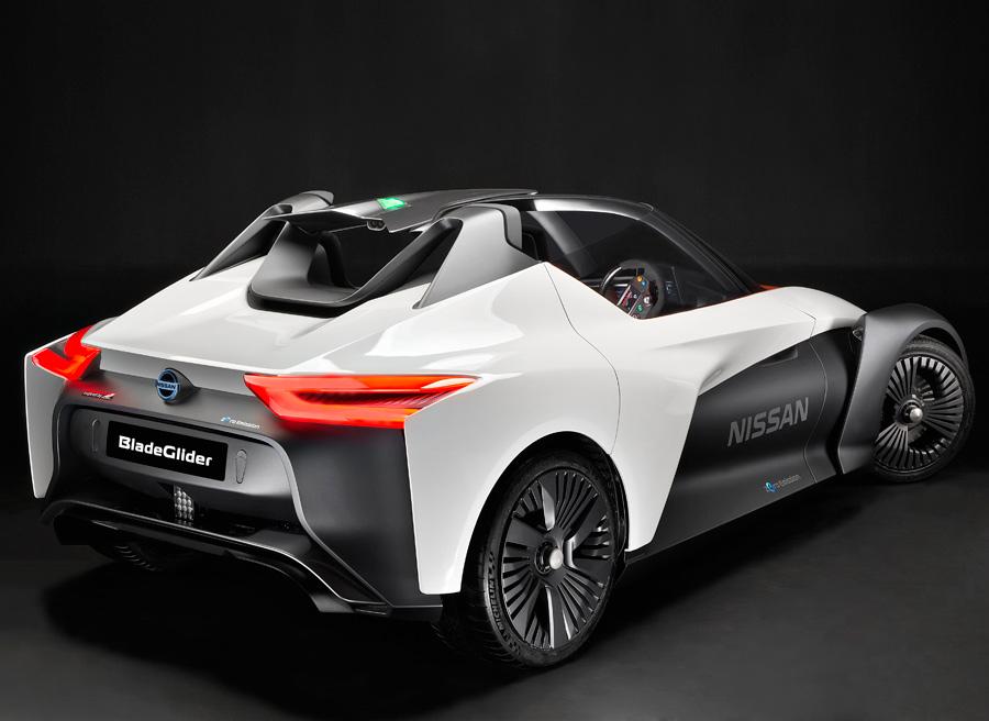 Dos motores eléctricos de 130 kW, uno para cada rueda, suministran la tracción trasera.