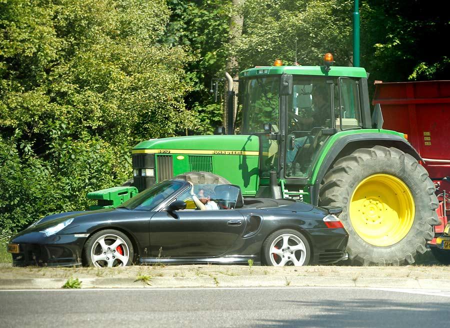 En un carretera convencional podemos encontrar los más variopintos usuarios, debemos tener especial cuidado y respeto.