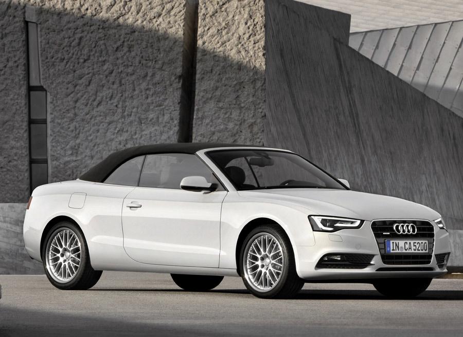 La capota del lona del Audi A5 puede tener hasta 5 capas, lo que le hace un coche cabrio muy bien aislado.