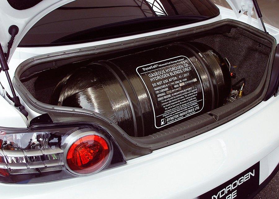 Depósito de hidrógeno en un Mazda RX8.