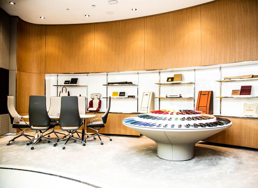 Bentley abre su tienda de lujo en Dubai.