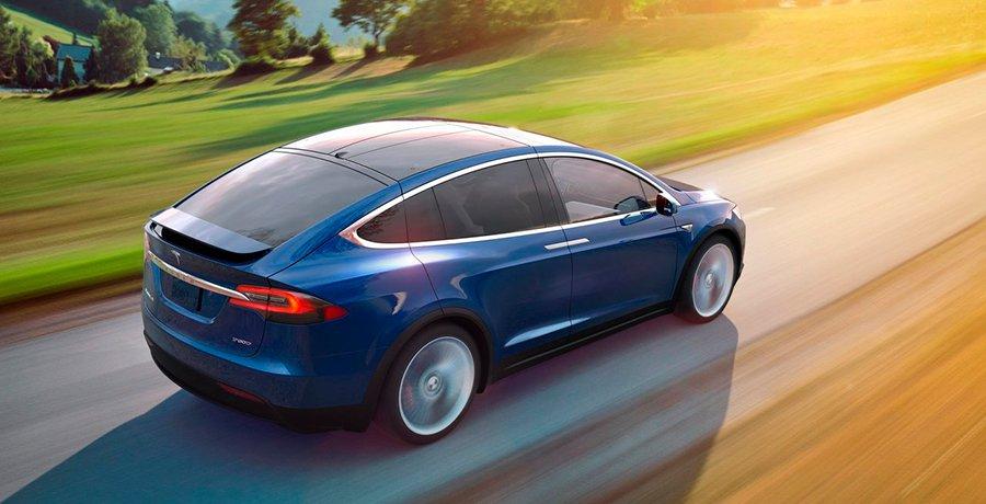 Un Tesla con piloto automático lleva a su conductor al hospital