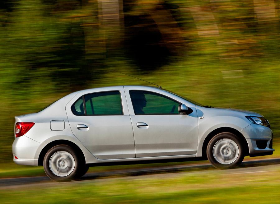 El Dacia Logan es uno de los pocos, y por poco, utilitarios de 3 volúmenes de venta en España.
