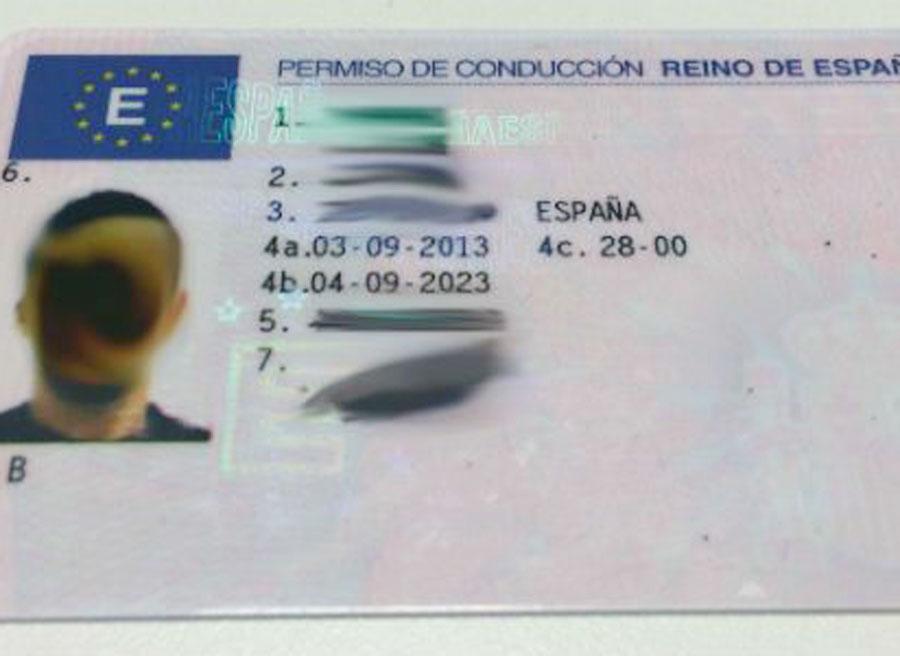 Parte delantera del carnet de conducir en España.
