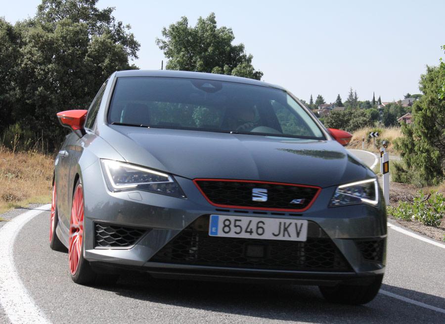 La carrocería del Seat León Cupra es 10 mm más baja que la del resto de la gama.