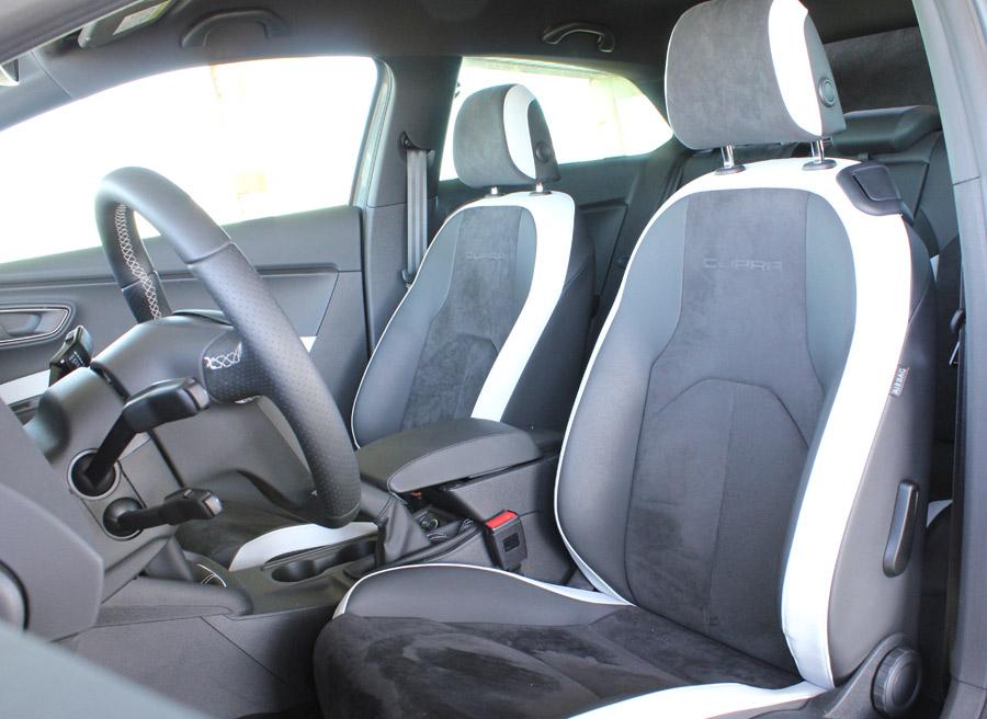 Los asientos de la foto son los que monta de serie el Seat León Cupra.