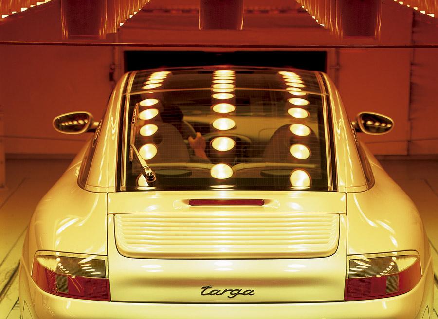 Incluso existe el techo targa de cristal, que se descubre como un gran techo solar y, cerrado, hace parecer un coche coupé.