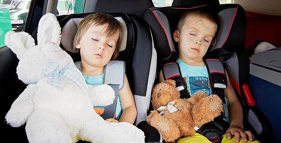 Cómo viajar con niños por la noche en 10 trucos