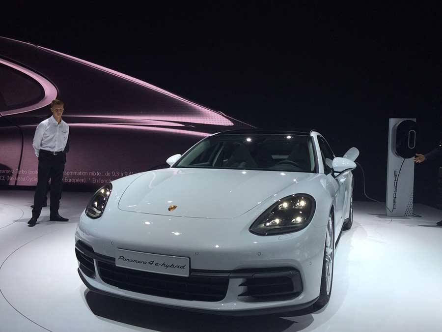 El Porsche Panamera 4 E-Hybrid monta una transmisión automática de doble embrague y 8 velocidades.