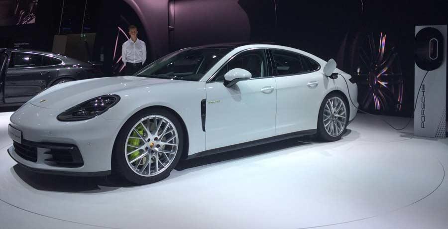 El Porsche Panamera 4 E-Hybrid debuta en el Salón de París