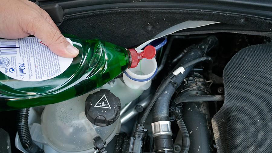 Se puede usar lavavajillas en el limpiaparabrisas del coche