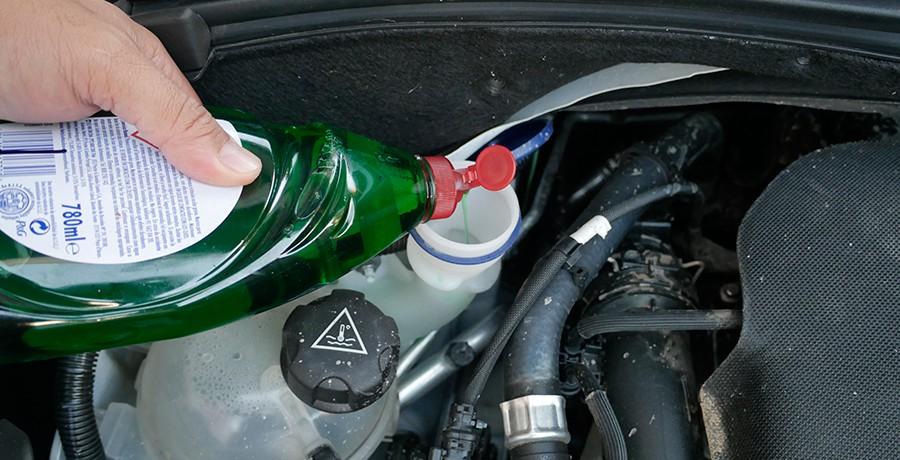 ¿Se puede usar lavavajillas en el limpiaparabrisas del coche?