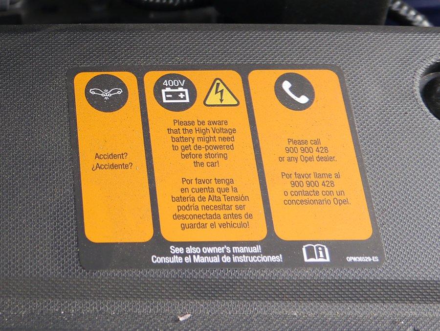 Te puedes electrocutar en un coche eléctrico o híbrido