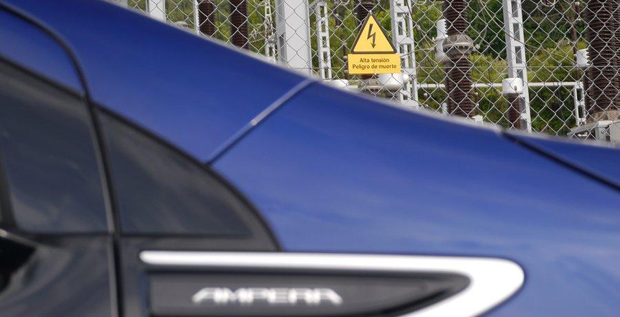 ¿Te puedes electrocutar en un coche eléctrico o híbrido?